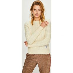 Calvin Klein Jeans - Sweter. Szare swetry damskie Calvin Klein Jeans, z dzianiny, z okrągłym kołnierzem. Za 499.90 zł.
