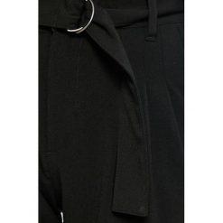 Jacqueline de Yong - Spodnie. Szare spodnie materiałowe damskie Jacqueline de Yong, z haftami, z elastanu. W wyprzedaży za 69.90 zł.
