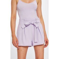 Answear - Szorty Violet Kiss. Szare szorty damskie ANSWEAR, z tkaniny, casualowe. W wyprzedaży za 79.90 zł.