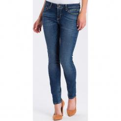 """Dżinsy """"Adriana"""" - Skinny fit - w kolorze niebieskim. Niebieskie jeansy damskie Cross Jeans. W wyprzedaży za 113.95 zł."""