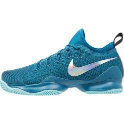 Nike Performance AIR ZOOM ULTRA REACT HC Obuwie do tenisa Outdoor green abyss/metallic silver/black. Buty sportowe chłopięce Nike Performance, z materiału. Za 419.00 zł.
