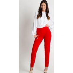 Eleganckie czerwone spodnie z kieszeniami BIALCON. Czerwone spodnie materiałowe damskie BIALCON. Za 169.00 zł.