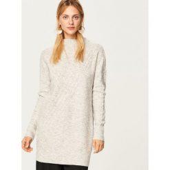 Długi sweter z półgolfem - Jasny szar. Szare swetry damskie Reserved. Za 119.99 zł.