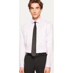 Koszula regular fit - Fioletowy. Fioletowe koszule męskie Reserved. Za 69.99 zł.