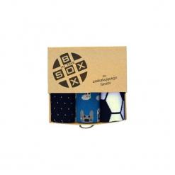 Box dla Zaskakujęcego Mężczyzny - Skarpetki. Brązowe skarpety męskie Sox in the box, w kolorowe wzory, z bawełny. Za 80.00 zł.