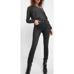 Dopasowane jeansy. Czarne jeansy damskie Orsay. Za 99.99 zł.
