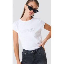 NA-KD T-shirt z błyszczącym napisem Nonsense - White. Białe t-shirty damskie NA-KD, z napisami, z okrągłym kołnierzem. Za 72.95 zł.