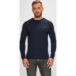 Guess Jeans - Sweter. Czarne swetry przez głowę męskie Guess Jeans, z aplikacjami, z dzianiny, z okrągłym kołnierzem. Za 369.90 zł.