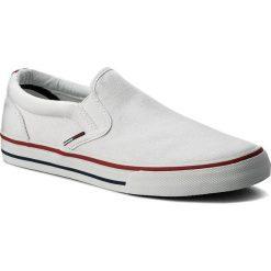 Tenisówki TOMMY JEANS - Textile Slip On EM0EM00002 White 100. Białe trampki męskie Tommy Jeans, z gumy. W wyprzedaży za 199.00 zł.