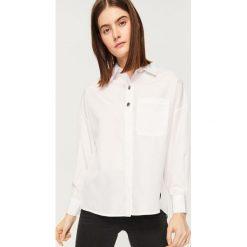 Koszula z ozdobnymi guzikami - Biały. Białe koszule damskie Reserved. Za 79.99 zł.