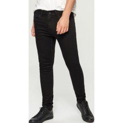 Jeansy skinny - Czarny. Czarne jeansy męskie Reserved. W wyprzedaży za 69.99 zł.