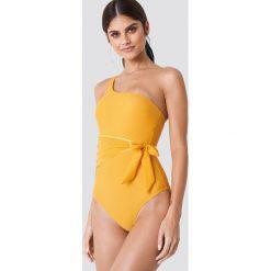 Trendyol Kostium kąpielowy z wiązaniem w talii - Orange. Pomarańczowe kostiumy jednoczęściowe damskie Trendyol, w paski. W wyprzedaży za 70.98 zł.