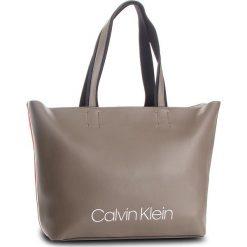 Torebka CALVIN KLEIN - Collegic Shopper K60K604457 002. Szare torebki shopper damskie Calvin Klein, z materiału. Za 649.00 zł.