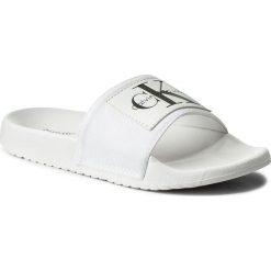 Klapki CALVIN KLEIN JEANS - Chloe Nylon R8838 White. Białe klapki damskie Calvin Klein Jeans, z jeansu. W wyprzedaży za 189.00 zł.