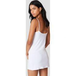 NA-KD Basic Sukienka NA-KD Basic - White. Sukienki damskie NA-KD Basic, na ramiączkach. Za 60.95 zł.