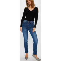 Guess Jeans - Jeansy 1981. Niebieskie jeansy damskie Guess Jeans. Za 369.90 zł.