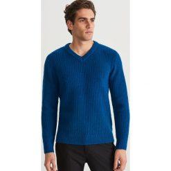 Sweter z dekoltem w serek - Turkusowy. Swetry dla chłopców marki Reserved. W wyprzedaży za 79.99 zł.