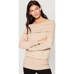 Sweter z odkrytymi ramionami - Beżowy. Brązowe swetry damskie Mohito. Za 119.99 zł.