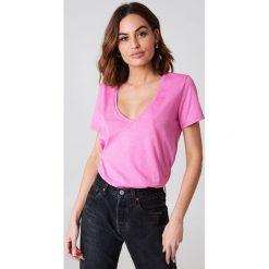 NA-KD Basic T-shirt z dekoltem V - Pink. Różowe t-shirty damskie NA-KD Basic, z bawełny. W wyprzedaży za 26.48 zł.