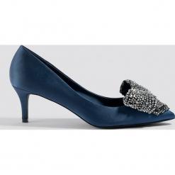 NA-KD Shoes Satynowe czółenka ze zdobieniem - Blue. Niebieskie czółenka damskie NA-KD Shoes, z satyny. Za 161.95 zł.