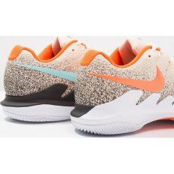 Nike Performance AIR ZOOM VAPOR X HC Obuwie multicourt light cream/bleached aqua/black. Trekkingi męskie Nike Performance, z materiału, outdoorowe. Za 589.00 zł.