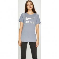 Nike Sportswear - Top 889403. Szare topy damskie Nike Sportswear, z nadrukiem, z bawełny, z okrągłym kołnierzem, z krótkim rękawem. W wyprzedaży za 69.90 zł.