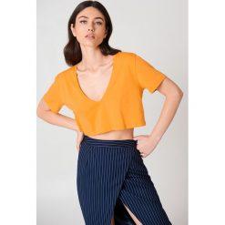 NA-KD Basic Krótki T-shirt z dekoltem V - Orange. Pomarańczowe t-shirty damskie NA-KD Basic, z bawełny. W wyprzedaży za 20.48 zł.