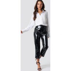 NA-KD Party Lakierowane spodnie - Black. Czarne spodnie materiałowe damskie NA-KD Party, z lakierowanej skóry. Za 181.95 zł.