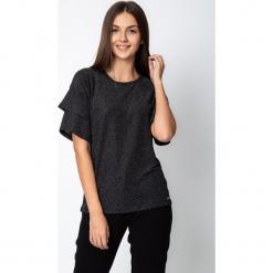 Czarna błyszcząca bluzka z rozkloszowanymi rękawami QUIOSQUE. Czarne bluzki damskie QUIOSQUE, z materiału, z kopertowym dekoltem. Za 119.99 zł.