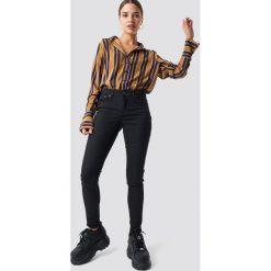 Rut&Circle Spodnie z wysokim stanem Ellie - Black. Czarne spodnie materiałowe damskie Rut&Circle, z jeansu. Za 161.95 zł.