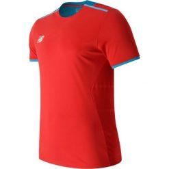 Koszulka treningowa - MT630145ACC. Czerwone koszulki sportowe męskie New Balance, na jesień, z jersey. W wyprzedaży za 129.99 zł.
