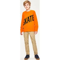 Bluza z napisem skate - Pomarańczo. Bluzy dla chłopców Reserved, z napisami. W wyprzedaży za 24.99 zł.