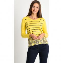 Żółta bluzka w paski z kwiatami QUIOSQUE. Żółte bluzki damskie QUIOSQUE, z nadrukiem, z bawełny, biznesowe, z dekoltem w łódkę, z długim rękawem. W wyprzedaży za 59.99 zł.