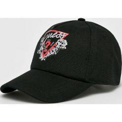 Guess Jeans - Czapka. Czarne czapki i kapelusze damskie Guess Jeans, z bawełny. W wyprzedaży za 139.90 zł.