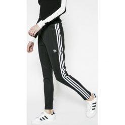 Adidas Originals - Spodnie. Szare spodnie sportowe damskie adidas Originals, z bawełny. Za 249.90 zł.