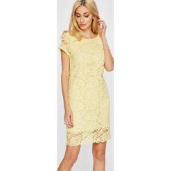 Answear - Sukienka Garden of Dreams. Sukienki damskie ANSWEAR, z koronki, eleganckie, z okrągłym kołnierzem, z krótkim rękawem. W wyprzedaży za 89.90 zł.