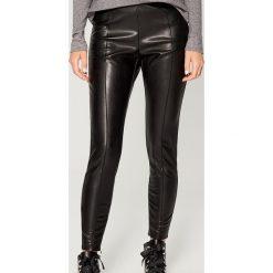 Spodnie z ekologicznej skóry - Czarny. Czarne spodnie materiałowe damskie Mohito, ze skóry. Za 99.99 zł.