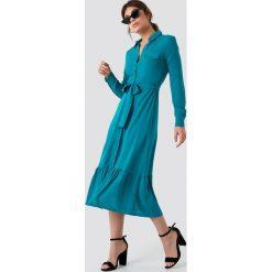 Trendyol Sukienka koszulowa z falbaną - Turquoise. Sukienki damskie Trendyol, w paski, z koszulowym kołnierzykiem. Za 100.95 zł.