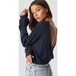 NA-KD Trend Dzianinowy sweter z kopertowym tyłem - Blue,Navy. Niebieskie swetry damskie NA-KD Trend, z dzianiny, z kopertowym dekoltem. Za 121.95 zł.