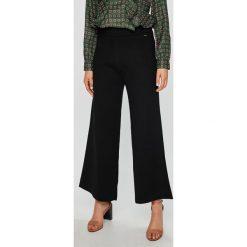 Pepe Jeans - Spodnie Itziar. Czarne jeansy damskie Pepe Jeans. W wyprzedaży za 239.90 zł.