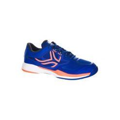 Buty tenisowe TS560 męskie na twardą nawierzchnię. Niebieskie buty sportowe męskie ARTENGO, z kauczuku. W wyprzedaży za 119.99 zł.