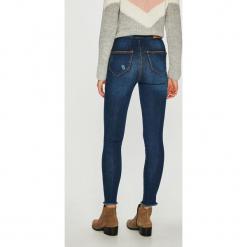 Noisy May - Jeansy Ella. Niebieskie jeansy damskie Noisy may. W wyprzedaży za 99.90 zł.