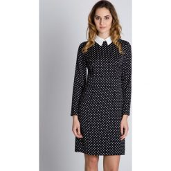 Czarno-biała sukienka w groszki BIALCON. Białe sukienki damskie BIALCON, w grochy, biznesowe, z długim rękawem. W wyprzedaży za 155.00 zł.