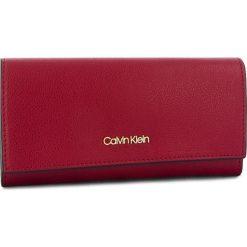 Duży Portfel Damski CALVIN KLEIN - Frame Large Trifold K60K604489 628. Czerwone portfele damskie Calvin Klein, ze skóry ekologicznej. Za 299.00 zł.