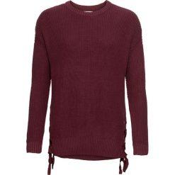 Sweter ze sznurowaniem bonprix bordowy. Czerwone swetry damskie bonprix, ze sznurowanym dekoltem. Za 89.99 zł.