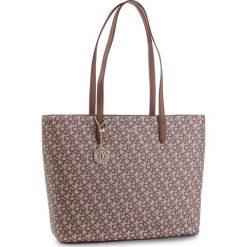 Torebka DKNY - Bryant Lg Tote Carryall R83AJ654  Chino Logo/Vic CVU. Brązowe torebki do ręki damskie DKNY, ze skóry ekologicznej. Za 1,069.00 zł.