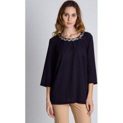 Luźna szyfonowa bluzka z szerszymi rękawami  BIALCON. Czarne bluzki damskie BIALCON, z materiału, wizytowe. W wyprzedaży za 139.00 zł.
