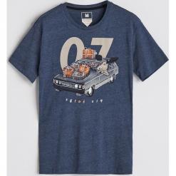 T-shirt z nadrukiem - Granatowy. Niebieskie t-shirty męskie Reserved, z nadrukiem. Za 29.99 zł.