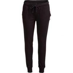 Spodnie dresowe damskie SPDD602 - CZARNY - Outhorn. Czarne spodnie dresowe damskie Outhorn, na jesień, z bawełny. W wyprzedaży za 55.99 zł.
