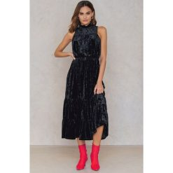 NA-KD Party Aksamitna sukienka maksi - Black. Sukienki damskie NA-KD Party, z elastanu, z falbankami. W wyprzedaży za 64.98 zł.